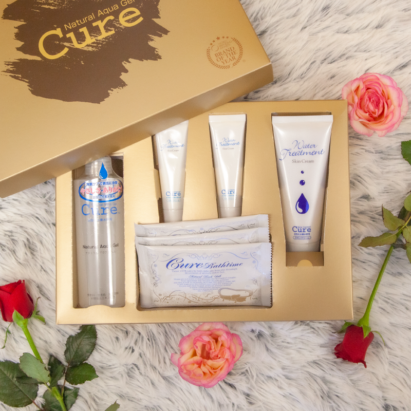 Cure beauty set in box on fur with roses scattered