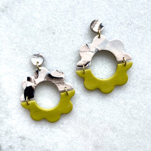Brené Small Happy Flower Earrings
