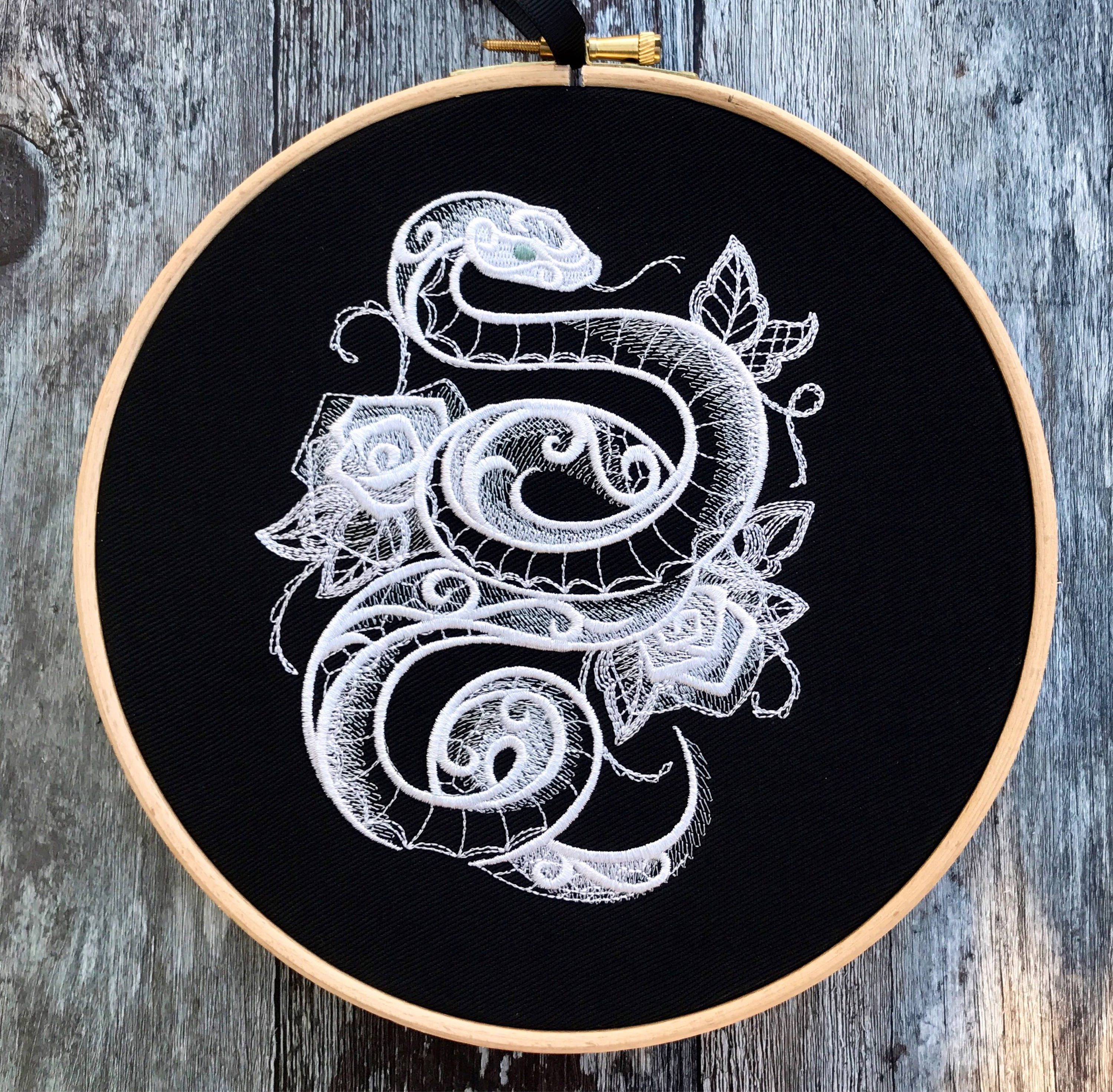 Snake with roses, lace effect, Embroidery hoop art