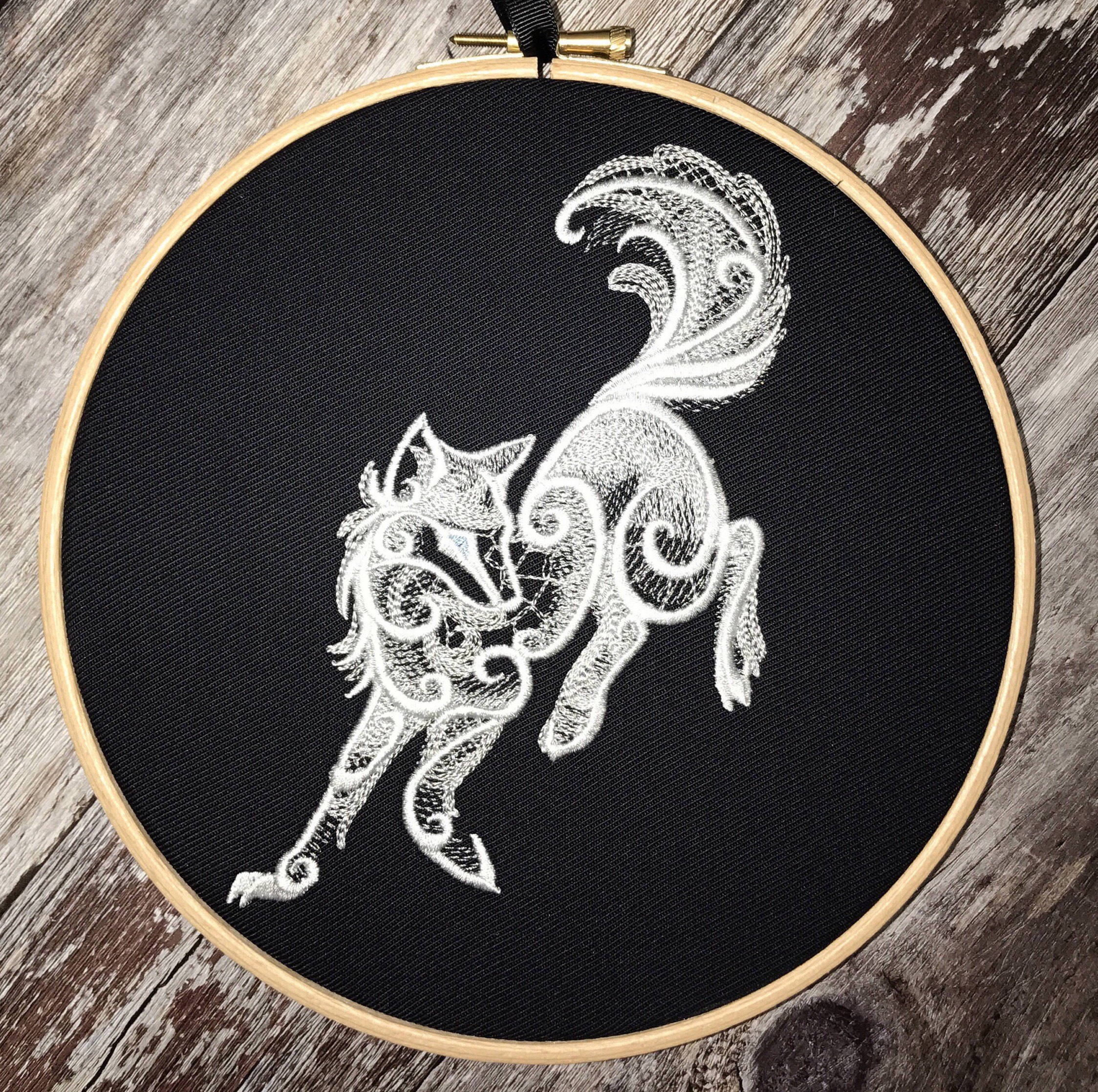 Artic Wolf, Embroidery hoop art