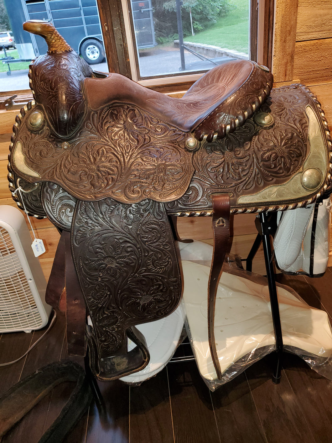 Longhorn Western Saddle