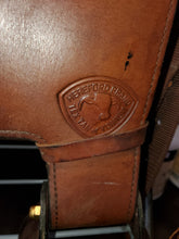Load image into Gallery viewer, Hereford Tex Tan Western Saddle