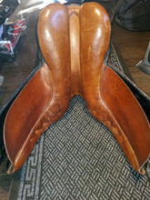 Load image into Gallery viewer, Stubben Romanus Dressage Saddle