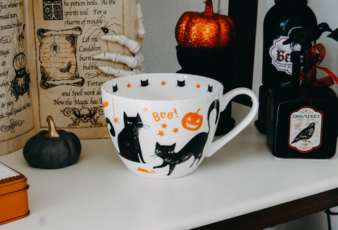 """Familiar"" Salem Mug"