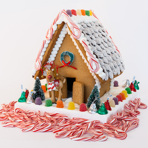 Christmas Gingerbread House - Medium
