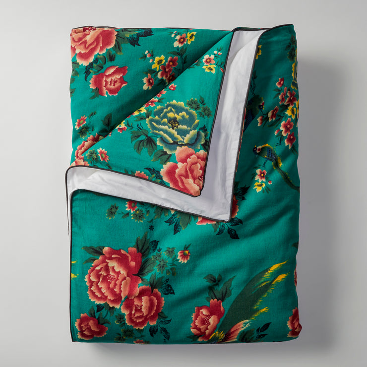 Open Road Portable Throw Set comes with a throw in two tone (vintage 1950s Shanghai peony and bird print on vibrant emerald linen fabric on one side and white on the other side) with black piping
