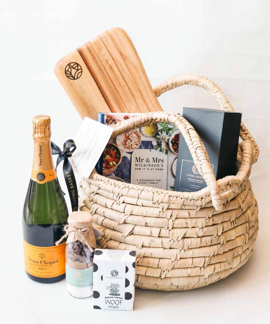 CELEBRATION FAMILY BASKET WITH PET AND VERVE CLICQUOT