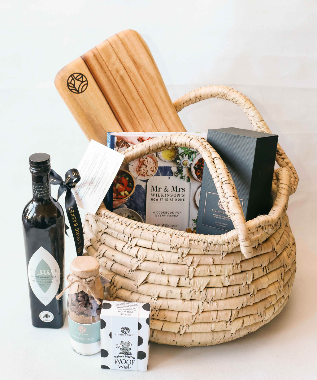 PREMIUM FAMILY BASKET WITH PET