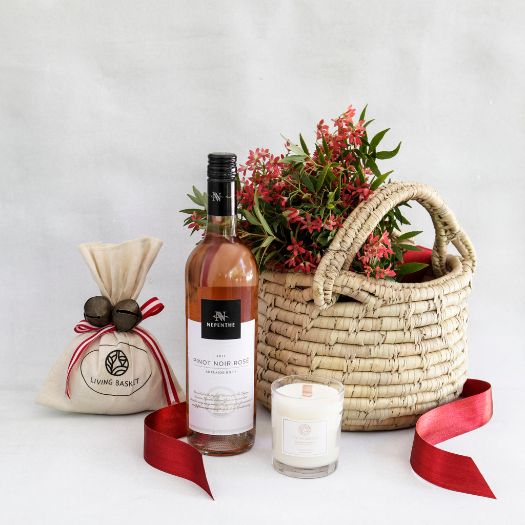 CHRISTMAS LIVING SIGNATURE BASKET