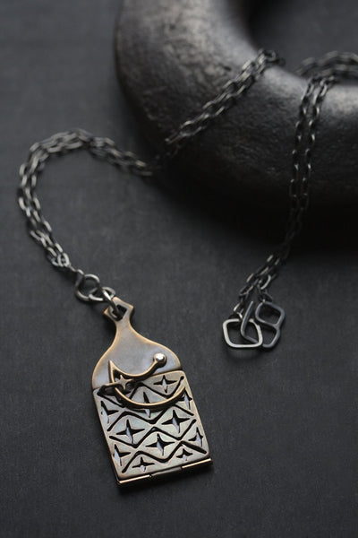 LOCKING LOCKET
