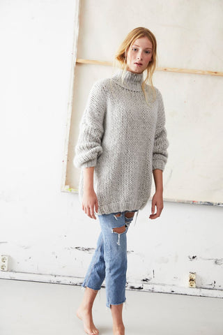 Cashmere Turtleneck Pullover in Light Grey