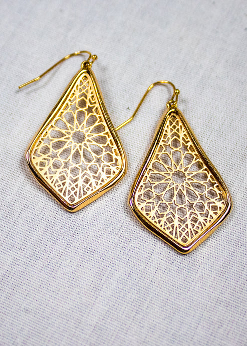women's teardrop shaped earrings