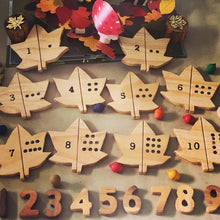 Load image into Gallery viewer, Wooden Leaves Number Match Set