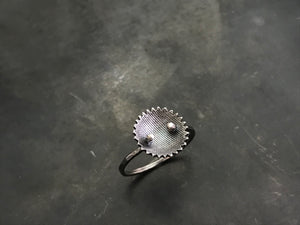 Single Nest Ring with Serrated Edge