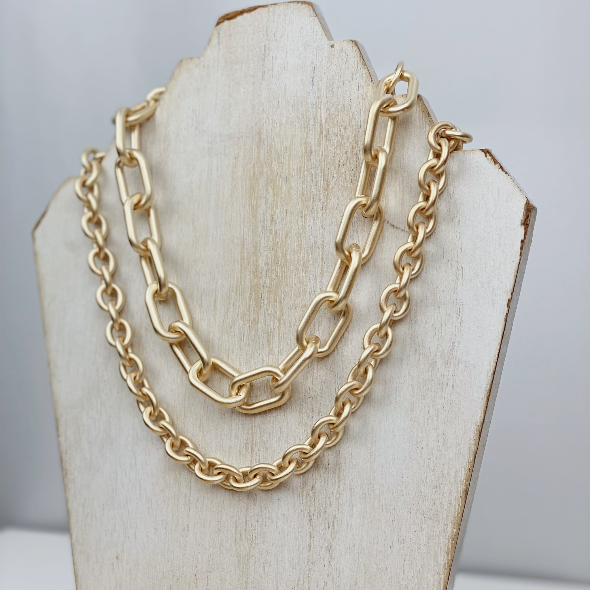 "Small ""Empire"" stackable matte gold chain"