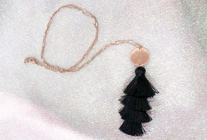 TIER TASSEL NECKLACE - BLACK