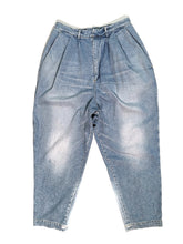 Load image into Gallery viewer, 3 TUCKS DENIM PANTS