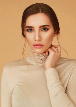 Nancy Cream Turtle Neck