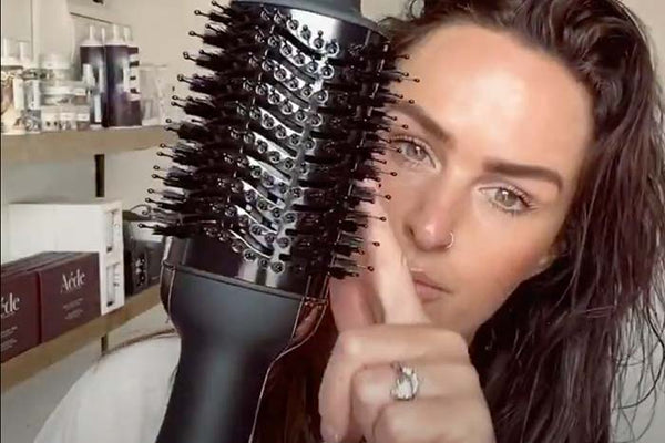 How To: Liz Kirby shows us hows its down with the Hot Tools Volumiser One-Step Blowout | Hot Tools Australia