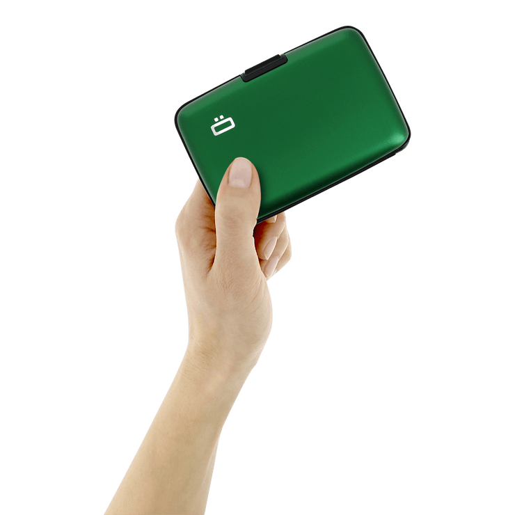 Ögon Stockholm Aluminium Wallet (Green) - In Use