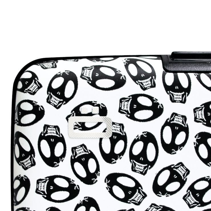 Ögon Stockholm Aluminium Wallet (Skulls) - Close Up