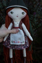 "Load image into Gallery viewer, Fur shawl (6.5"", 10"" and 14"" dolls)"