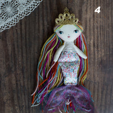 "Load image into Gallery viewer, Crowns (tiny 6.5"" - 8.5"" dolls)"