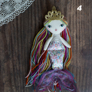 "Crowns (tiny 6.5"" - 8.5"" dolls)"