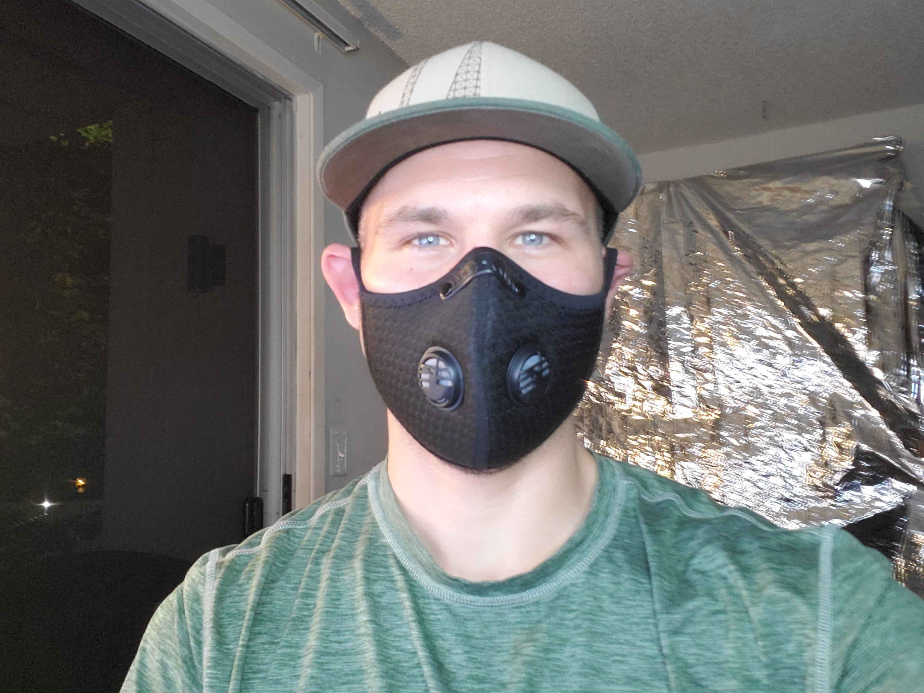 KN95 Tech Wear Face Mask 95% effective of preventing the spread of COVID-19 and other airborne containments