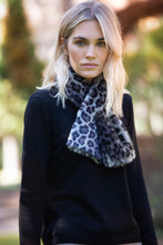 Load image into Gallery viewer, Faux Fur Pull Through Scarf