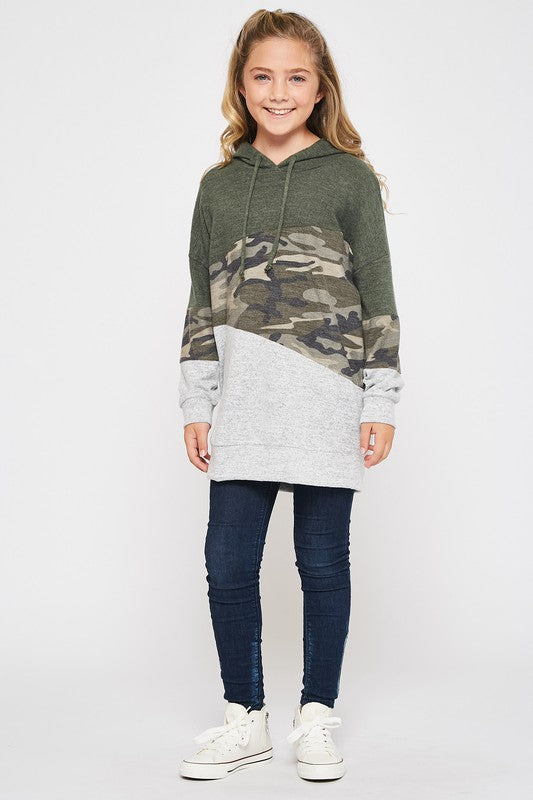 color block hoodie top  |  camo