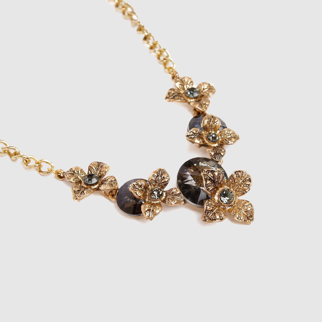 Chic Necklace With Flowers Close Look