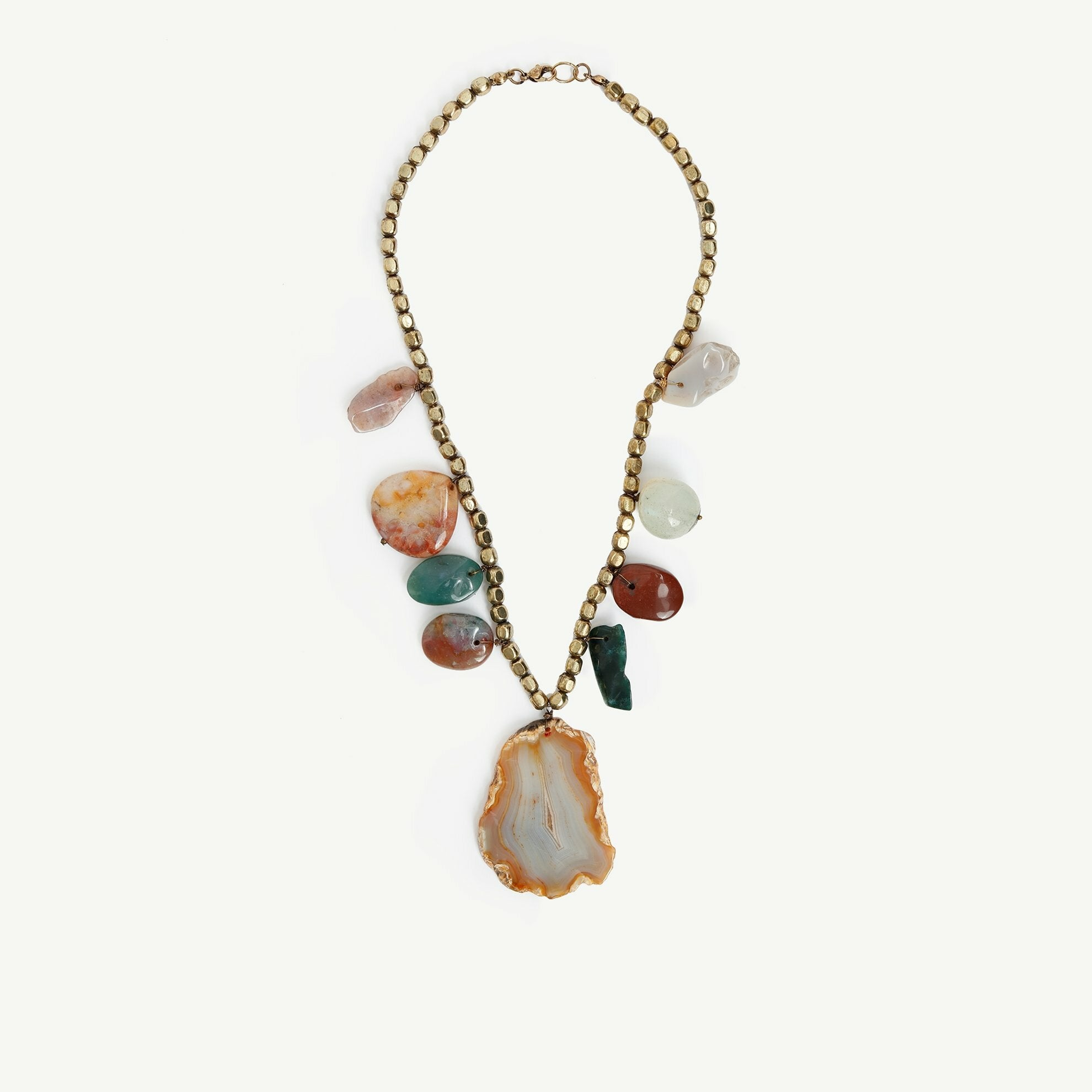 Completel look of natural stone necklace.