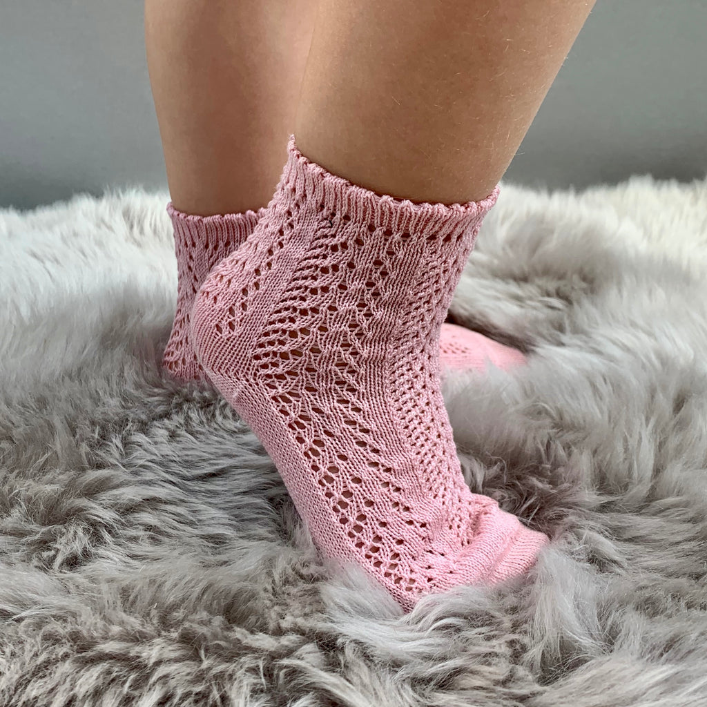 girl wearing perle openwork antique rose pink ankle socks, made in spain