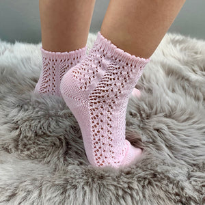 girl wearing perle openwork baby pink ankle socks, made in spain