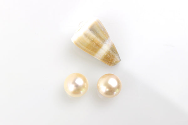 peach button pearl pair