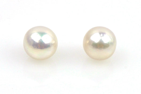 pair near round iridescent white pearls