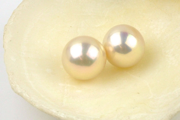 fantastic quality glowing round pearl pair