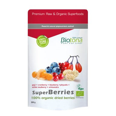 Biotona Bio SuperBerries é uma mistura sublime de frutos coloridos secos. As bagas de origem biológica de Biotona SuperBerries são rigorosamente selecionadas antes de serem secas. Constituem um delicioso lanche embalado, rico em vitaminas e fitonutrientes, adequado a todas as idades!