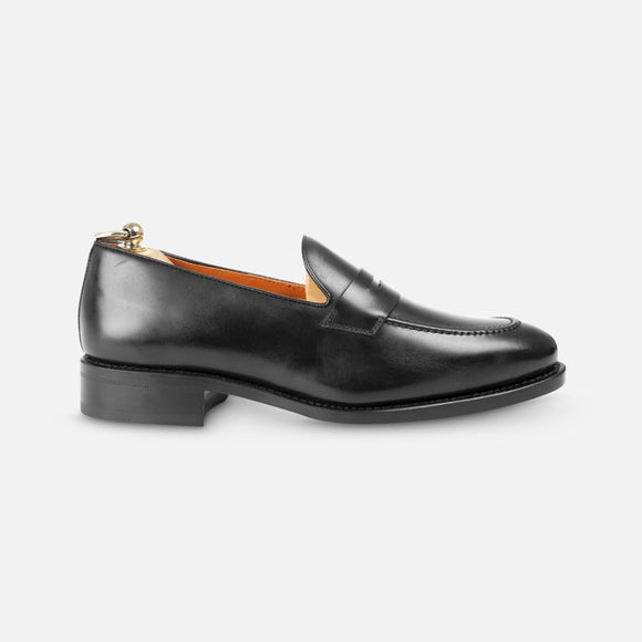 Loafers in black