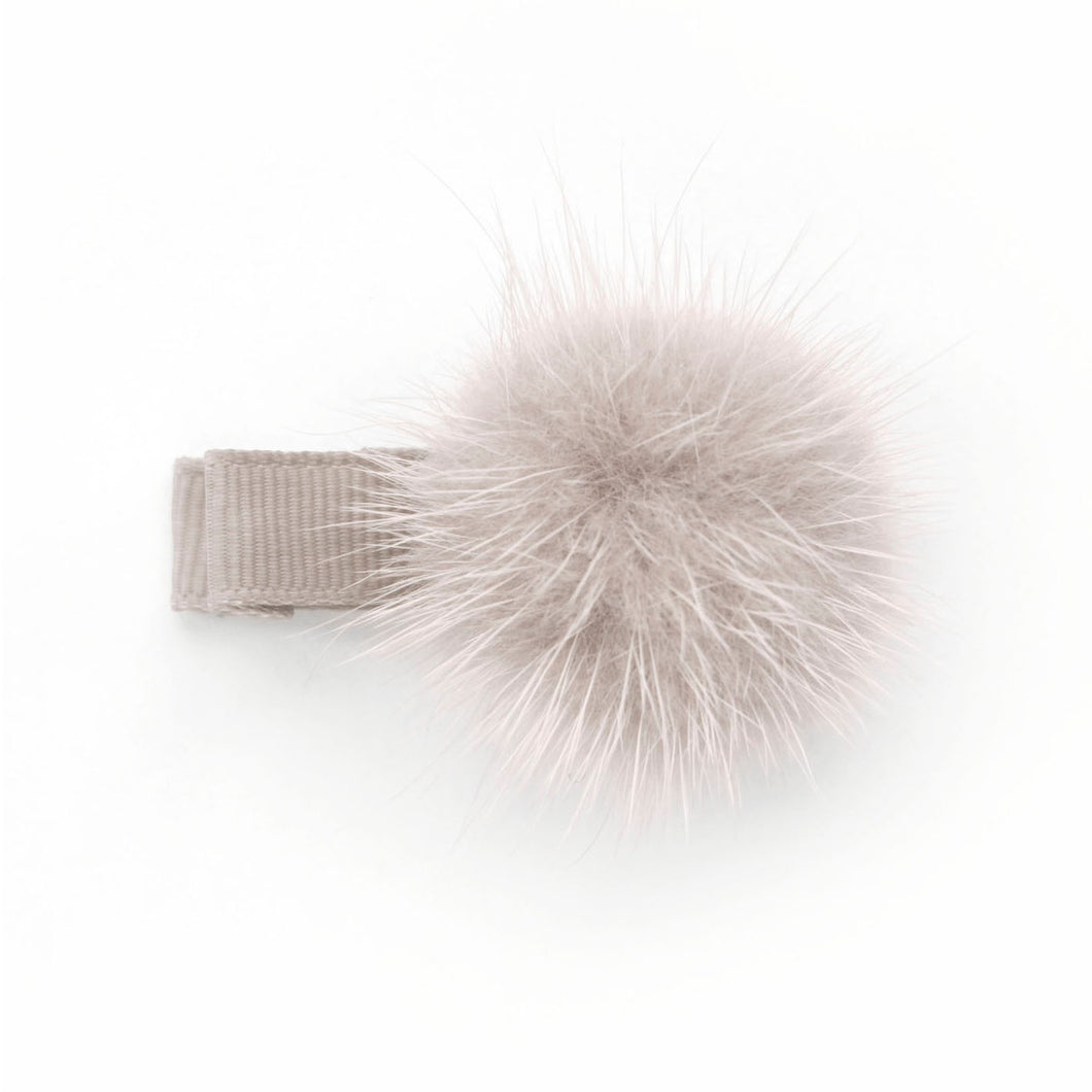 carmandy_pom_pom_hair_clip