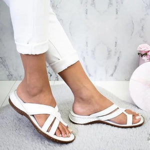 Summer comfortable flat bottom toe wearing sandals and slippers large size