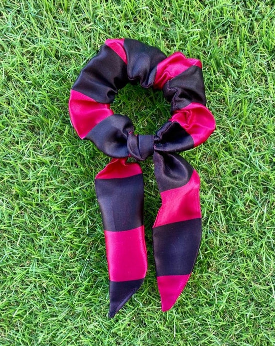 scrunchie in raso nero e fucsia