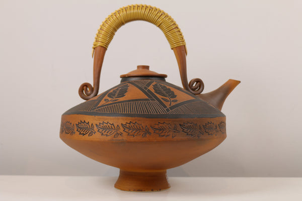 Large Tea Pot with Decorative Leaves