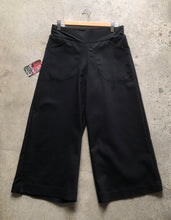 Load image into Gallery viewer, Black linea 4/5ths pant