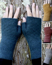 Load image into Gallery viewer, Dash fingerless mittens