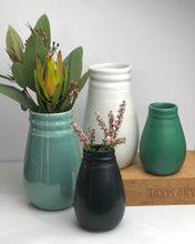 Load image into Gallery viewer, Ceramic vase