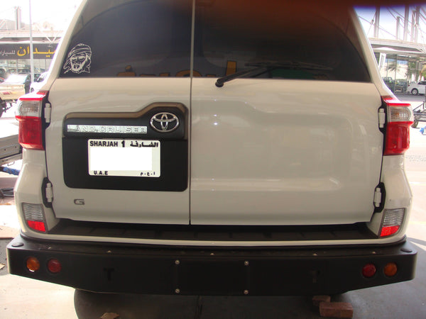 Toyotas Landcruiser 200 series plain rear bumper