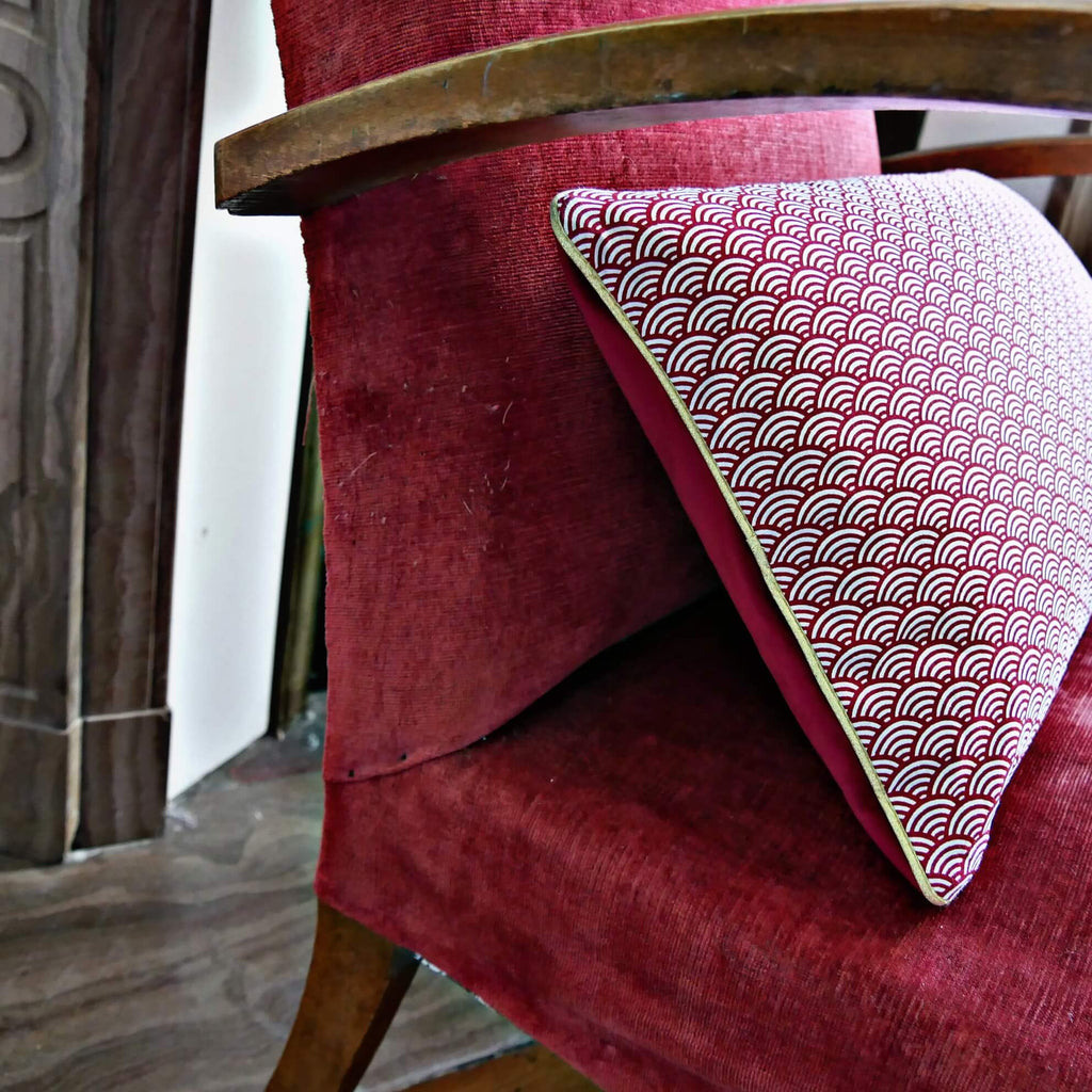 Coussin rectangle seigaiha rouge fait main dos velours lie de vin