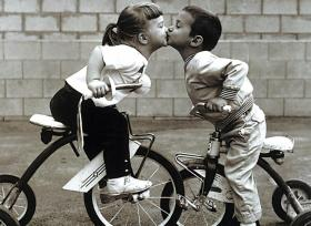 Tricycle Kiss- 500 pc